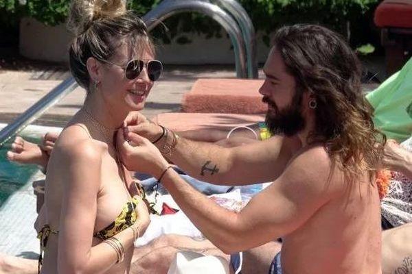 Heidi Klum mặc bikini, âu yếm chồng trẻ ở bể bơi