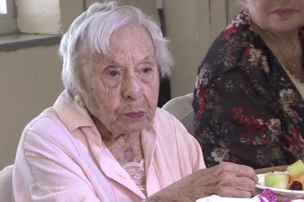 Cụ bà 107 tuổi chia sẻ bí kíp thọ lâu: Không lấy chồng
