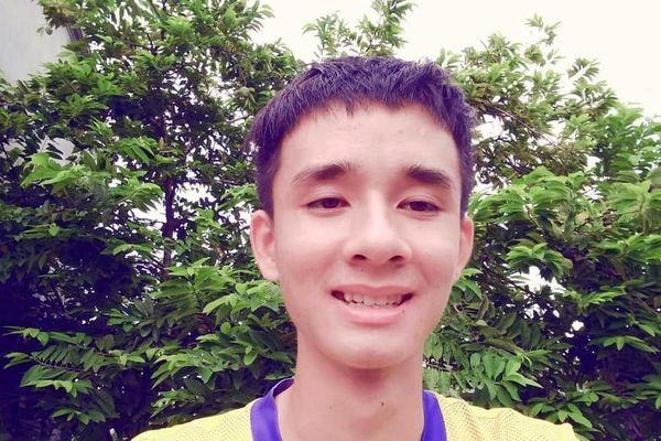 Nam sinh Nghệ An vừa chăm bố bệnh tật, vừa ôn thi vẫn đạt thủ khoa trường làng