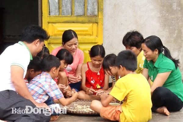 Tiếp bước học sinh nghèo đến trường