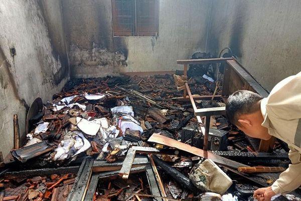 Mưa lớn gây sạt lở, chập cháy điện nhà làm việc ở xã biên giới Nghệ An
