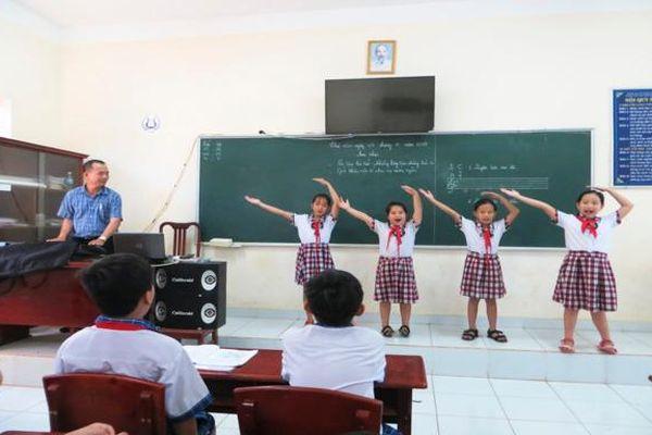 Thầy giáo Minh Huề và tình yêu âm nhạc