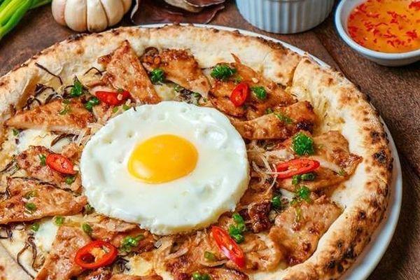 Pizza cơm tấm xuất hiện tại TP.HCM hút dân mạng