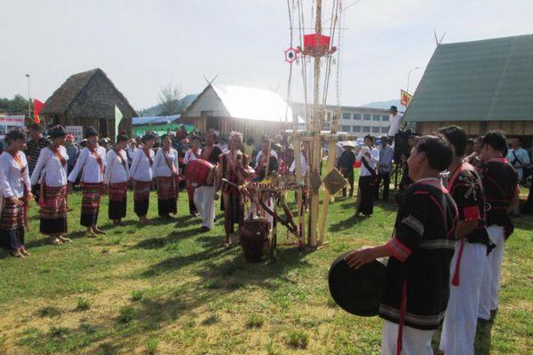 Bảo tồn văn hóa Chăm gắn với phát triển du lịch