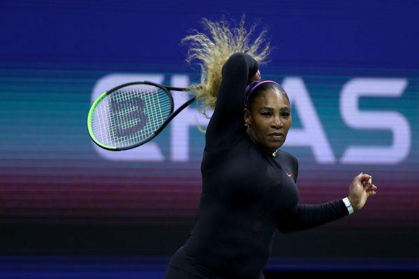 US Open: Sharapova thua sấp mặt Serena, Federer thắng chật vật