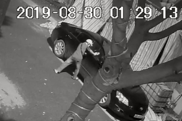 Ô tô trong KĐT Vân Canh bị trộm phá cửa kính, trộm cắp