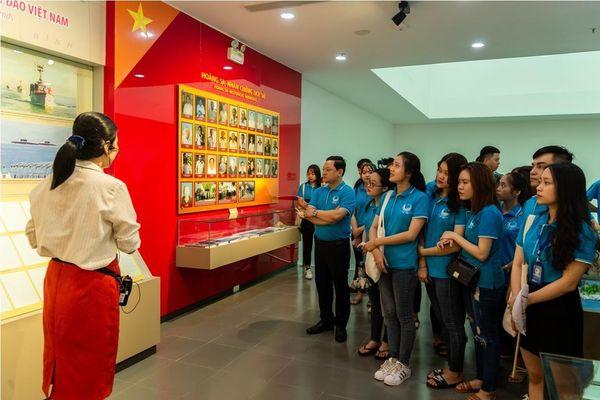 Tân sinh viên ngành Y – Dược tìm hiểu chủ quyền Việt Nam với quần đảo Hoàng Sa
