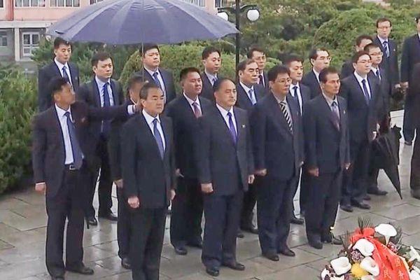 Ông Vương Nghị viếng nghĩa trang chí nguyện quân TQ ở Triều Tiên