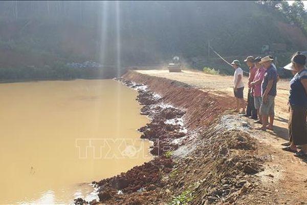 Hàng chục hộ dân ở Yên Bái sống bất an dưới 'bom bùn'