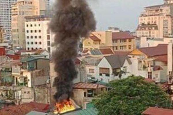 Khống chế vụ cháy lớn trên phố Đặng Dung