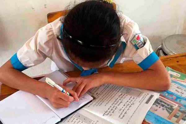 'Học sinh lớp 4 không biết đọc vẫn lên lớp vì giáo viên sợ hạ thi đua'