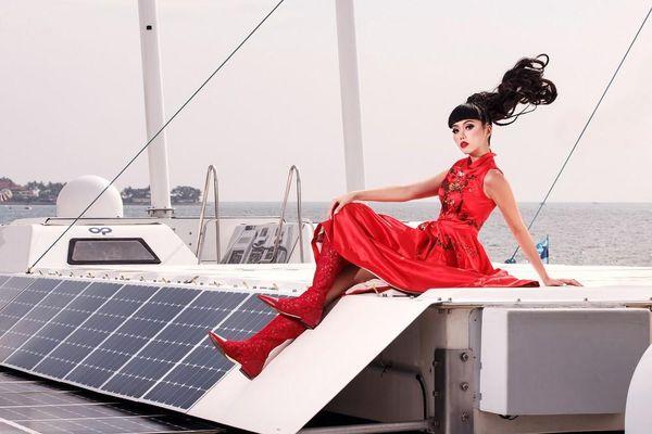 Jessica Minh Anh tiết lộ lý do 'thời trang lộng lẫy' trên tàu tái tạo năng lượng