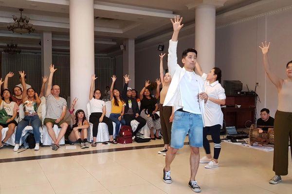 Nghệ sĩ quốc tế thích thú với mô hình 'sân khấu - du lịch' ở Việt Nam