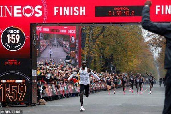 Kỷ lục chạy marathon mới được thiết lập, phá vỡ mọi giới hạn của con người