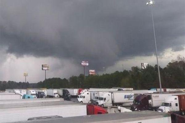 Mỹ: Gió lốc gây mất điện trên diện rộng