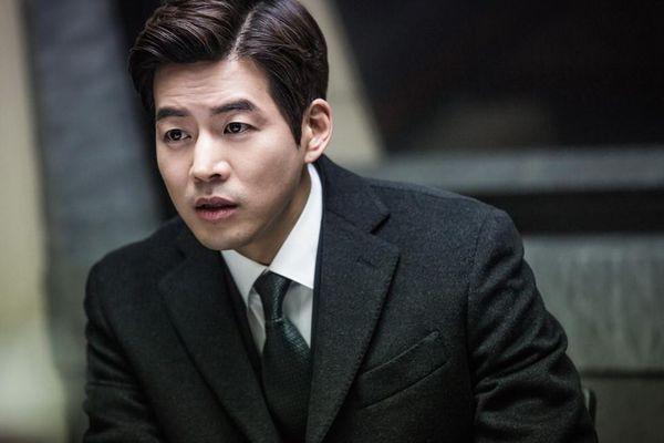 Vẻ ngoài của 'người chồng quốc dân' nên duyên với Jang Nara