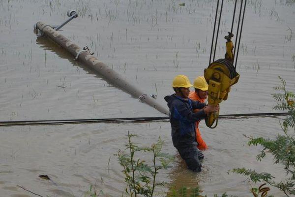 Hơn nửa triệu dân miền Trung bị mất điện vì bão