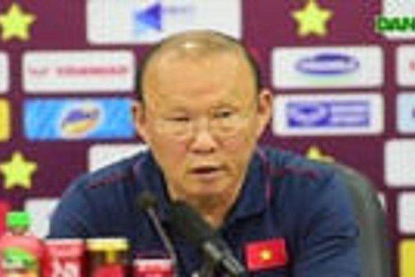 HLV Park Hang Seo hỏi thăm Quang Hải, tự tay kiểm tra vết thương Thành Chung