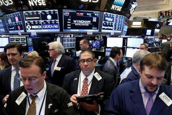 Phố Wall biến động nhẹ do thỏa thuận thương mại Mỹ - Trung bị hoãn tới tháng 12