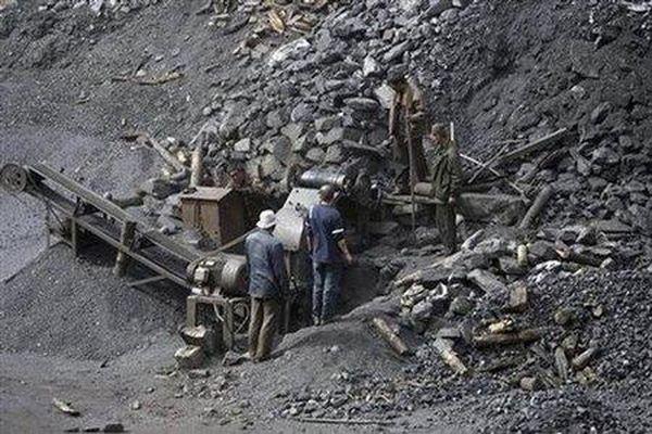 Quảng Ninh: Sạt lở hàng nghìn m3 đất, 4 người tử vong, 1 người thương vong