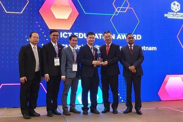 Ba đại diện Việt Nam được trao giải thưởng về công nghệ thông tin uy tín