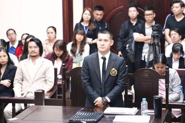 Tạm dừng xét xử phúc thẩm vụ kiện giữa Tuần Châu Hà Nội và đạo diễn Việt Tú