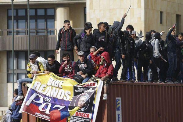 Chìm trong bất ổn và bạo loạn, Colombia loay hoay tìm lối ra