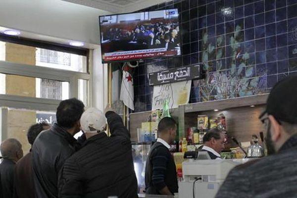 Hai cựu Thủ tướng Algeria ra tòa vì tội tham nhũng