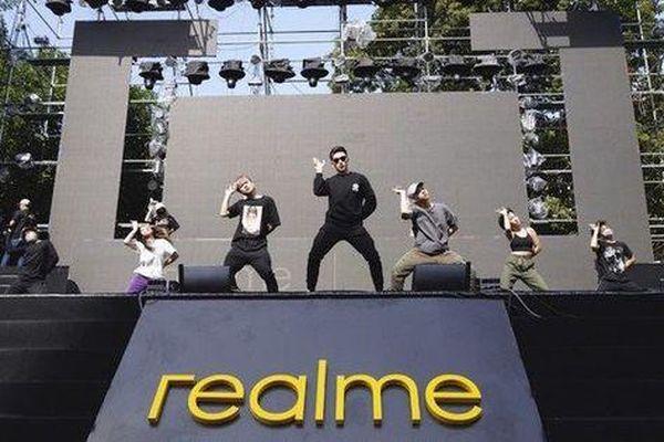 Dàn nghệ sỹ đình đám của showbiz Việt sũng mồ hôi tập luyện cho Đại nhạc hội Realme Connection.