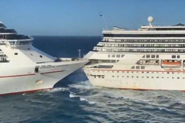 Hai du thuyền đâm nhau trên biển ở Mexico
