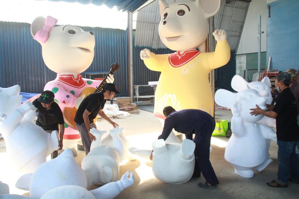 Hé lộ tạo hình nhà chuột tại đường hoa Tết ở phố Nguyễn Huệ