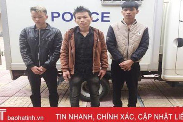 Xích mích tại quán nhậu, 3 thanh niên đánh 'hội đồng' khiến một người nhập viện