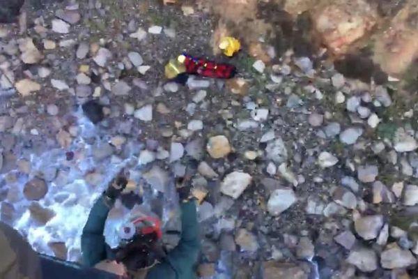 Cô gái Mỹ sống sót thần kỳ sau khi rơi vách đá 60 m nhờ tiếng hét