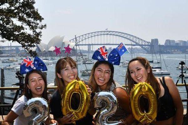 Không khí chào đón năm mới 2020 trên khắp thế giới