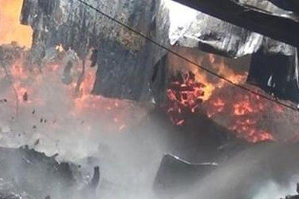 Cháy lớn công ty mút xốp ngày đầu năm