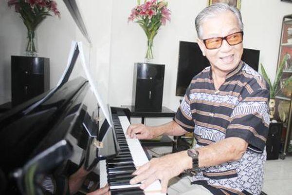 Người nhạc sĩ già và biển đảo