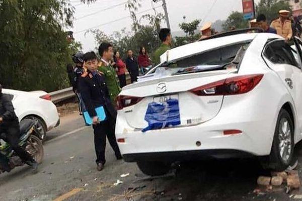 Xe Mazda tông xe ben, tài xế thiệt mạng