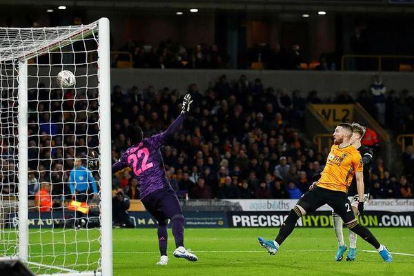 Hòa Wolves, MU phải đá lại ở FA Cup