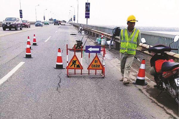 Sửa cầu Thăng Long: Tránh đi vào vết xe đổ