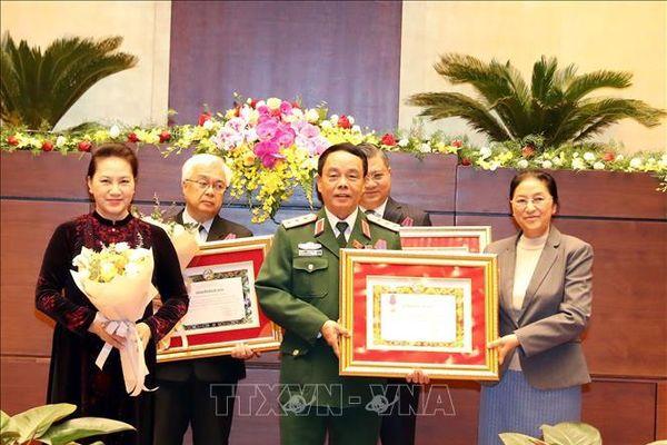 Lào trao tặng Huân, Huy chương cho tập thể, cá nhân của Quốc hội Việt Nam