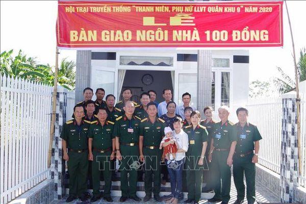 Quân khu 9 tặng nhà, quà cho gia đình chính sách, ngư dân vùng biển Sóc Trăng