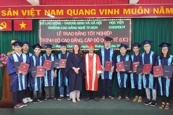 Sinh viên Trường cao đẳng nghề TPHCM nhận bằng tốt nghiệp 'chuẩn' quốc tế