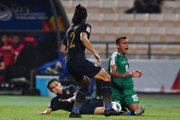 Những pha vào bóng quyết liệt của U23 Thái Lan và Iraq