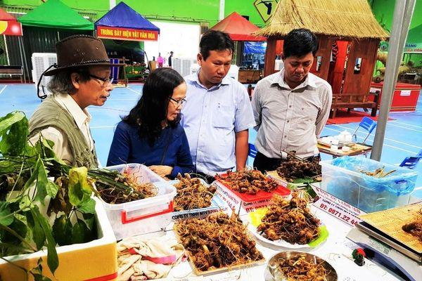 Phiên chợ bạc tỷ của đồng bào Xê Đăng ở Quảng Nam