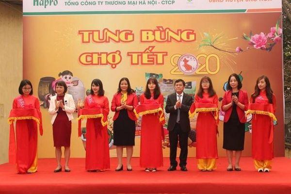 Hapro tổ chức bán hàng mô hình 'chợ Tết' tại huyện Ứng Hòa