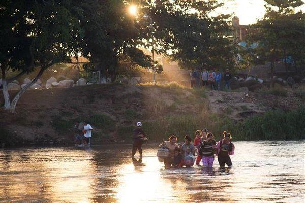 Mexico chặn dòng người di cư tại biên giới với Guatemala