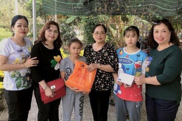 Giúp hai trẻ mồ côi có điều kiện vui Tết Canh Tý