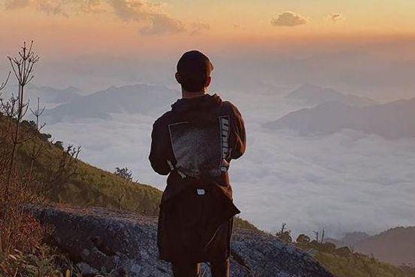 Xuân Trường đăng ảnh bình minh trên núi