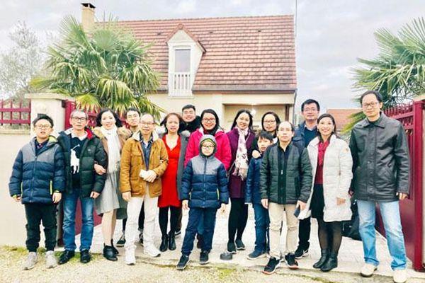 Tất niên cùng các gia đình Việt kiều tại Pháp