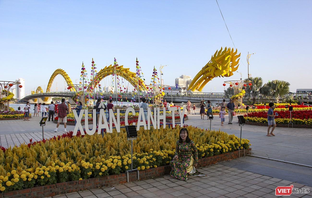 Đà Nẵng: Đến đường hoa Bạch Đằng, thấy Tết Canh Tý đang về rất gần
